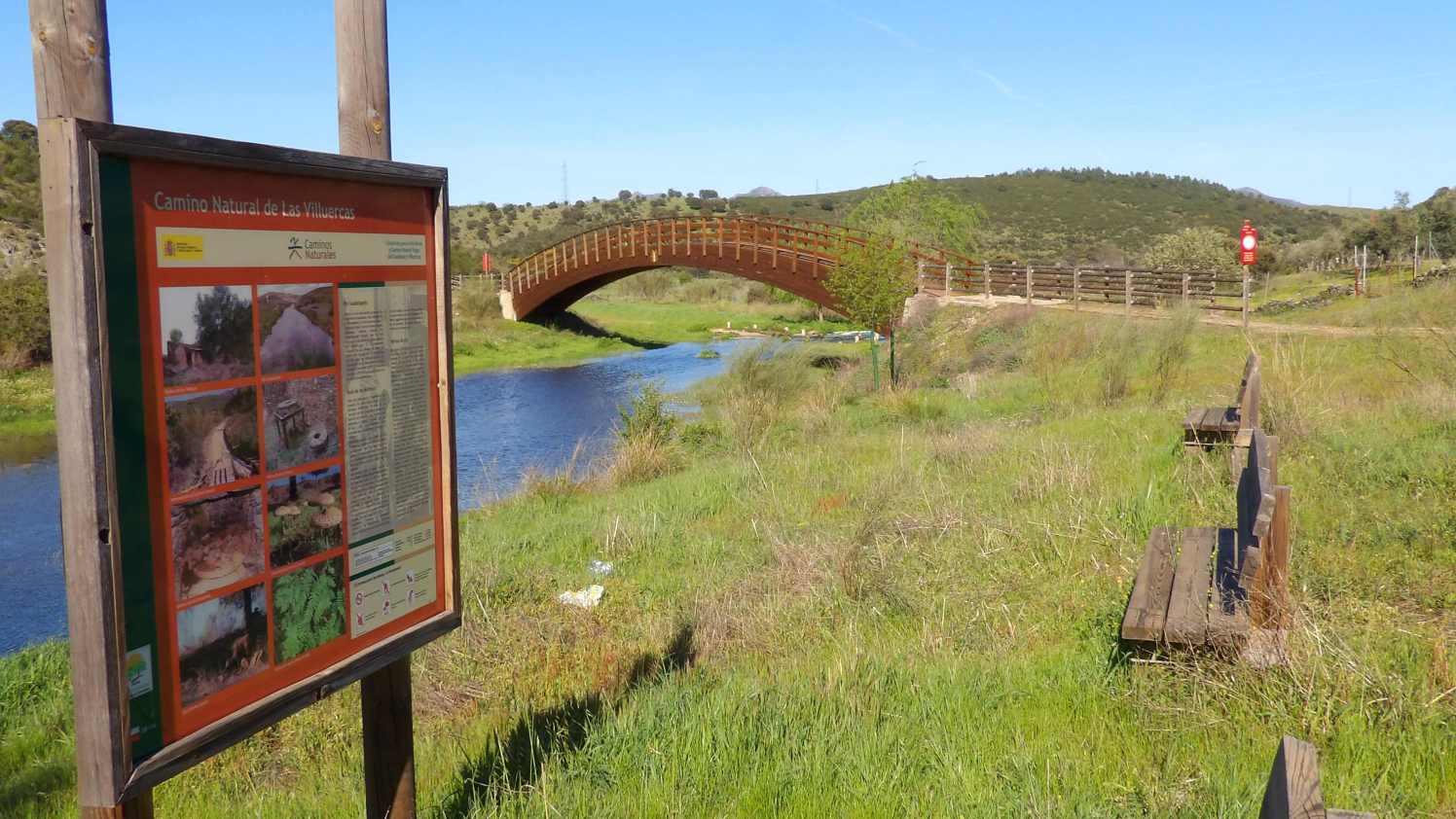 camino natural de las villuercas, puente sobre el río guadalupejo
