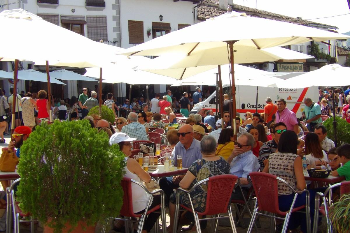 Gente en la plaza de Guadalupe