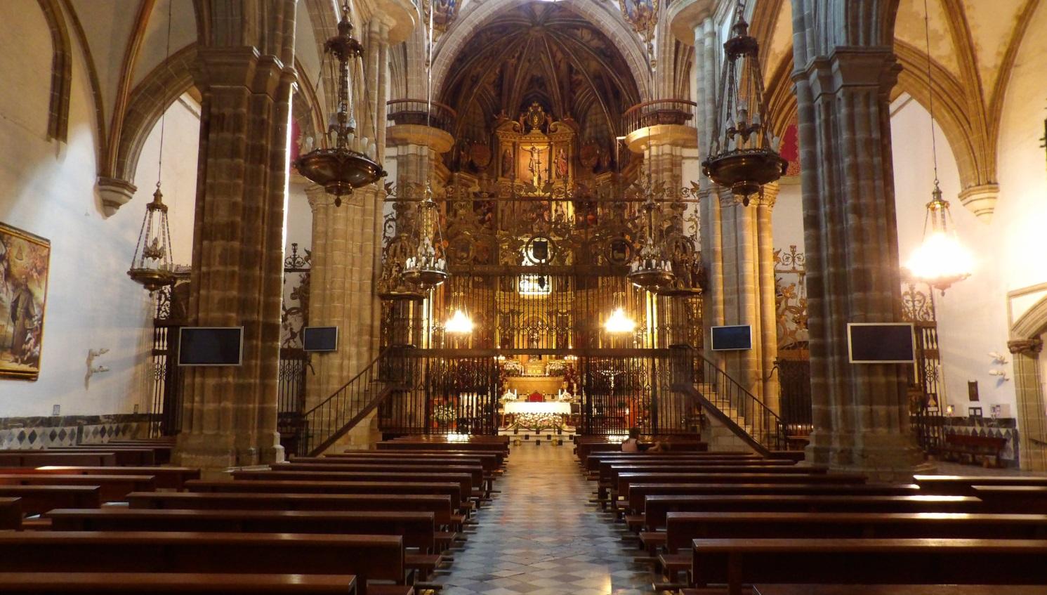 Interior del monasterio de Guadalupe, interior de la basílica
