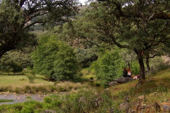 relax en el rio ibor, primavera en el geoparque villuercas