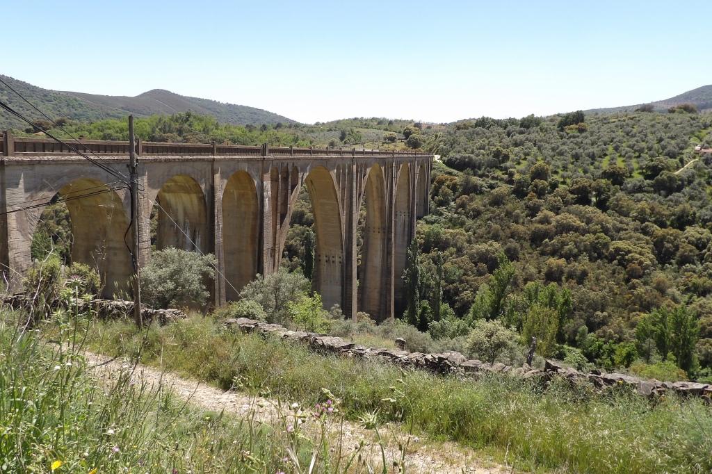 Viaducto de la ruta del Camino Natural de Las Villuercas