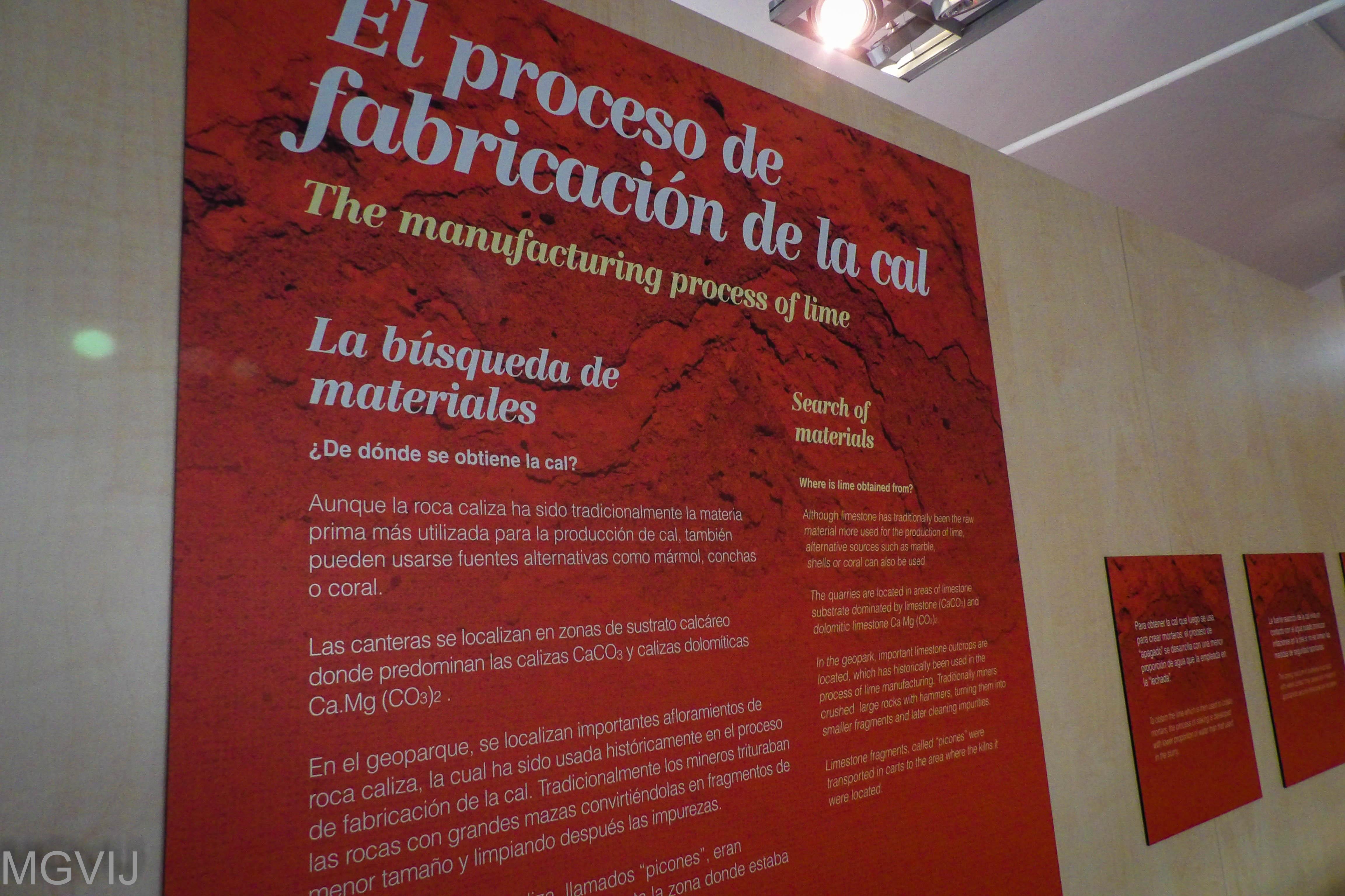 Panel informativo de los hornos de la cal en La Calera, Geoparque Villuercas