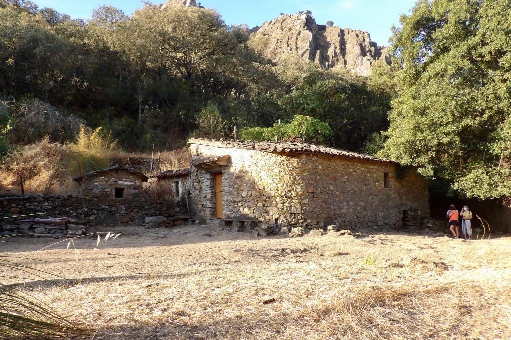 Viejo molino situado en el río Almonte en el Geoparque Villuercas Ibores Jara