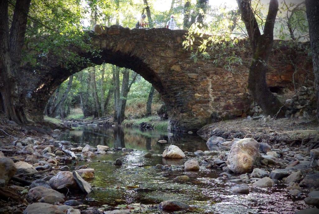 Puente sobre el río Almonte en el desfiladero de Santa Lucía