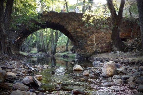 Puente sobre el río Almonte en la Garganta de Santa Lucía