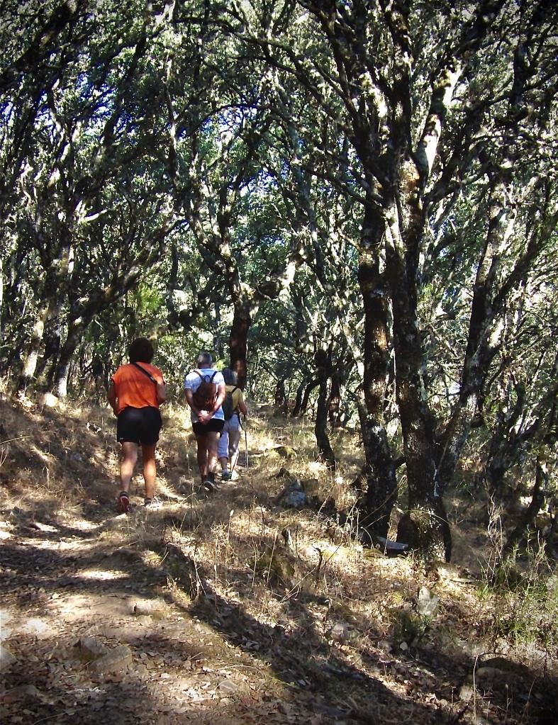 Turistas por el geoparque Villuercas ibores Jara
